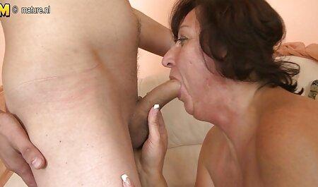 Sexy milf tatuada Sarah pelicula tarzan porno Jessie usa un juguete en su coño mojado