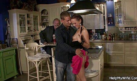 Secretaria rubia de tetas grandes ver porno en audio latino se masturba en el escritorio en medias de nylon y tacones